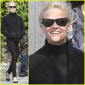 Reese Witherspoon Has Fun With Friends