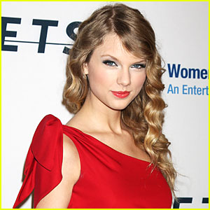 Taylor Swift is Fashion Forward
