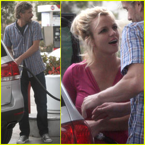 Britney Spears & Jason Trawick: Gas-Pumping Couple