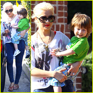 Christina Aguilera: Brentwood with Baby Bratman