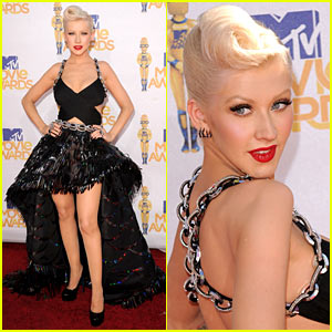 Christina Aguilera - MTV Movie Awards 2010 Red Carpet!