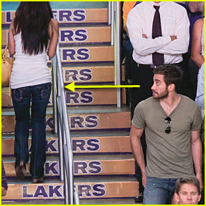Jake Gyllenhaal Catches Eyeful (and Booty Full) at NBA Finals
