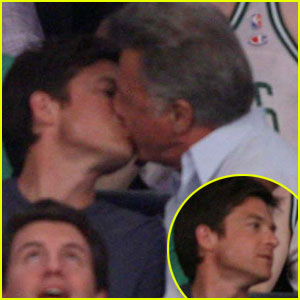 Jason Bateman & Dustin Hoffman: Kissing Couple!