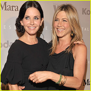 Jennifer Aniston: Steak for Courteney Cox's Birthday!