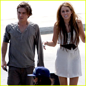 Kevin Zegers & Miley Cyrus: Big Big Kiss!