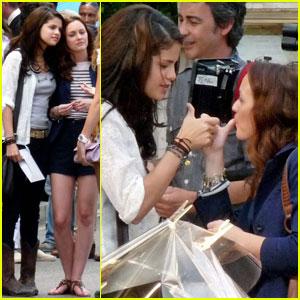 Leighton Meester & Selena Gomez: 'Monte Carlo' Handshake