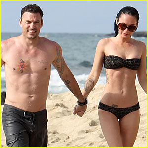Megan Fox & Brian Austin Green: Kisses On The Beach
