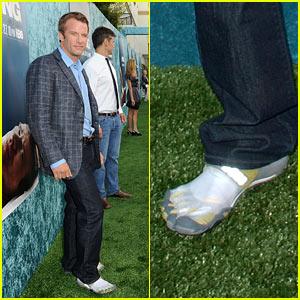 Thomas Jane Premieres 'Hung' in Toe Sneakers
