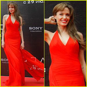 Angelina Jolie: Russia 'Salt' Premiere!
