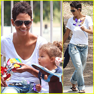 Halle Berry &#038; Nahla: Pinwheels and Popsicles!