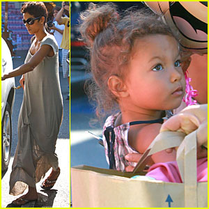 Halle Berry: Shopping with Nahla & Minnie Mouse!