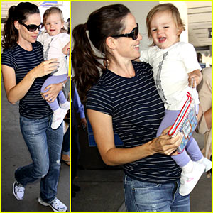 Jennifer Garner: Travel Activities with Violet & Seraphina!