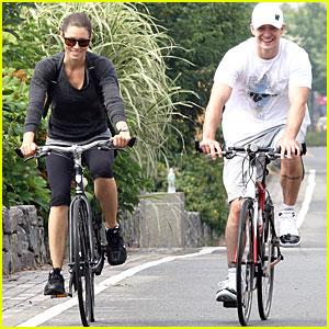 Justin Timberlake & Jessica Biel: Biking Buddies!