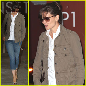 Katie Holmes Hurries to Hollywood Meeting