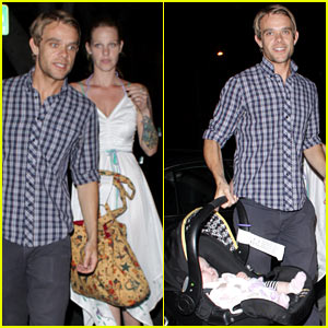 Nick Stahl & Rose Murphy Bring Baby to Dinner!