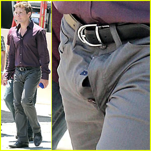 Ryan Phillippe Forgets to Button His Fly!