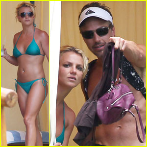 Britney Spears & Jason Trawick: Poolside Peek-a-Boo