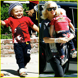 Gwen Stefani Dresses Her Sons in Matching Colors!