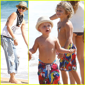 Gwen Stefani: Beach with the Boys!