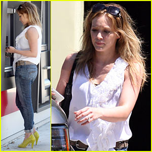 Hilary Duff: ATM Cash Pick-Up!