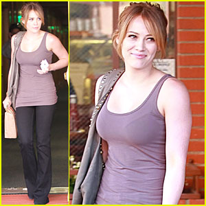Hilary Duff Brown Bags It