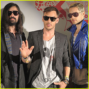 Jared Leto: World Stages with 30 Seconds to Mars Bandmates!