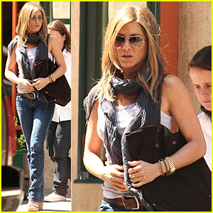 Jennifer Aniston: Broadway Show In The Works?