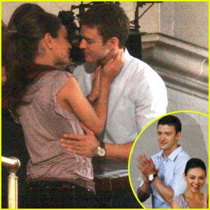 Justin Timberlake & Mila Kunis: Kissing at Grand Central!