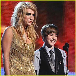 Justin Bieber Performing at VMAs, Ke$ha Presenting