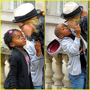 Madonna: Kissy Kissy with Mercy and David!
