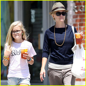 Reese Witherspoon & Ava Phillippe: Iced Tea Time!