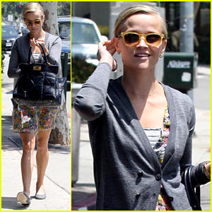 Reese Witherspoon Wears Floral for Food Shopping