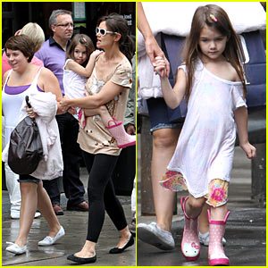 Suri Cruise: Off-The-Shoulder Kiddie Tee!