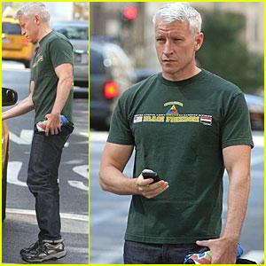 Anderson Cooper Grabs A Cab