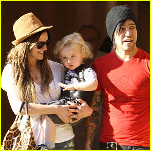 Ashlee Simpson & Pete Wentz Beat the Heat with Bronx!