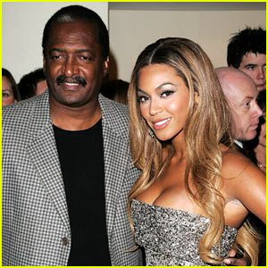 Beyonce Keeps Dad as Manager