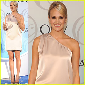 Carrie Underwood: New Face of Olay Skin Care!