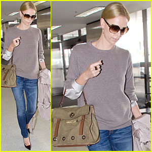 Charlize Theron: Flight Out of Town with Mom!