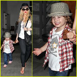 Christina Aguilera: 3 Square Cafe with Max!