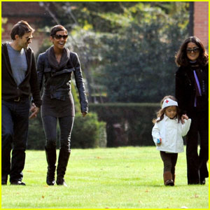 Halle Berry & Olivier Martinez: Chateau with Salma Hayek!