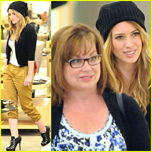 Hilary Duff: Shoe Shopping with Mom!
