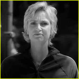 Jane Lynch: 'What Artists Do Need is Soap!'