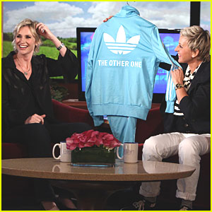Jane Lynch: Julia Roberts is Gay (Just Kidding!)