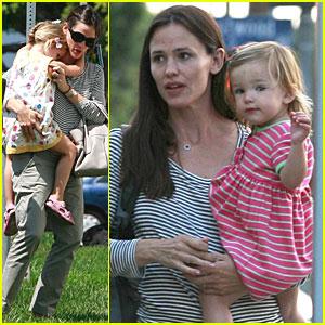 Jennifer Garner: Errands with Seraphina & Violet!
