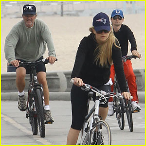 Kate Hudson &#038; Matthew Bellamy Bike with Her Parents