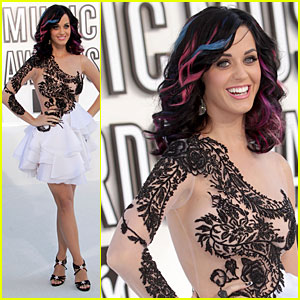 Katy Perry - MTV VMAs 2010 Red Carpet