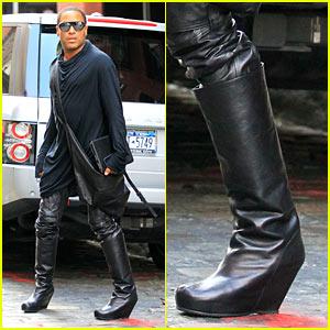 Lenny Kravitz Walks In Wedges