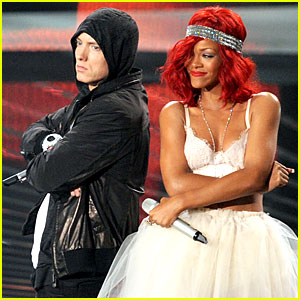 Rihanna & Eminem: VMAs Performance Video