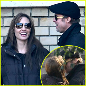 Brad Pitt & Angelina Jolie: Kissing in Budapest!