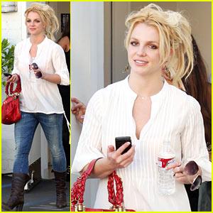 Britney Spears: Bakery Babe!